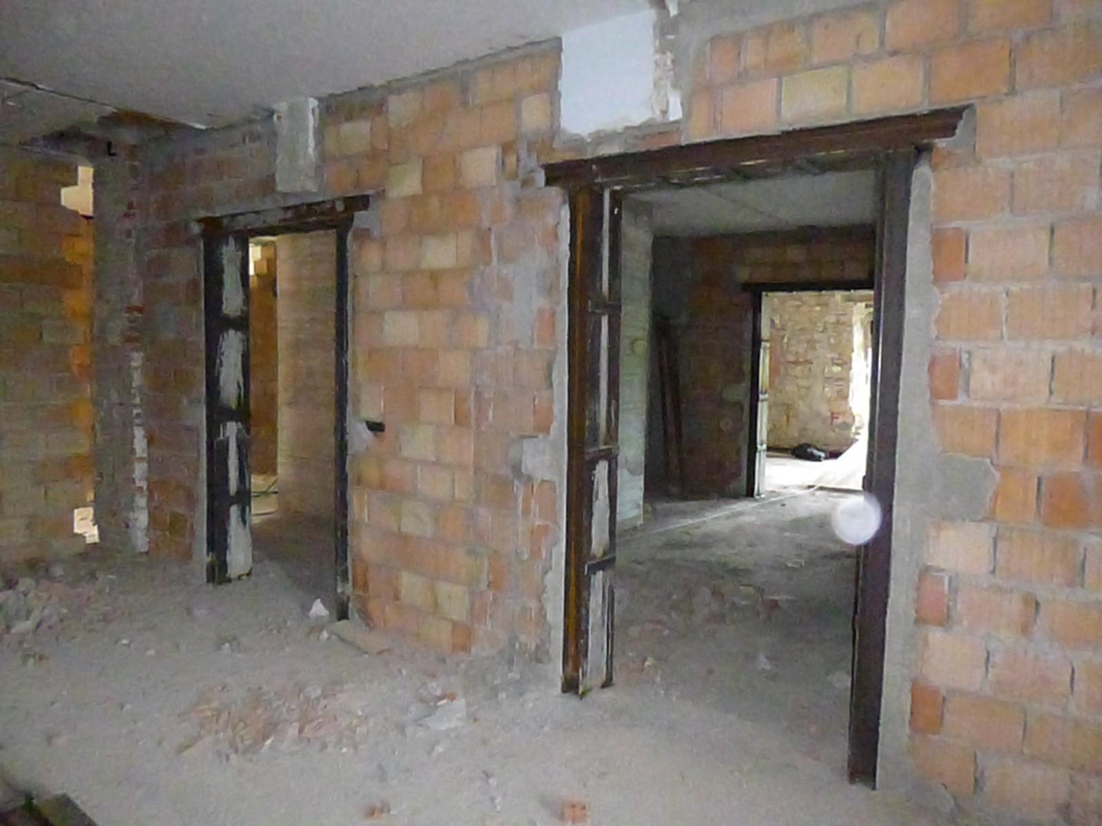 Interventi di consolidamento strutturale - Apertura porta su muro portante ...